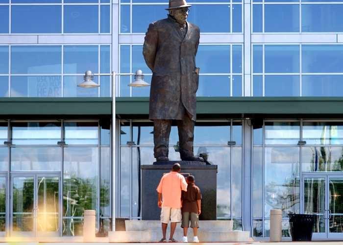 Vince Lombardi Statue at Lambeau